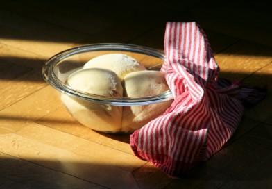 Wie gelingt Hefeteig, und wann ist Brot fertig?