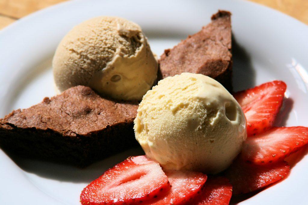 dessertvariation mit schokolade eiscreme und fr chten backen und kochen. Black Bedroom Furniture Sets. Home Design Ideas