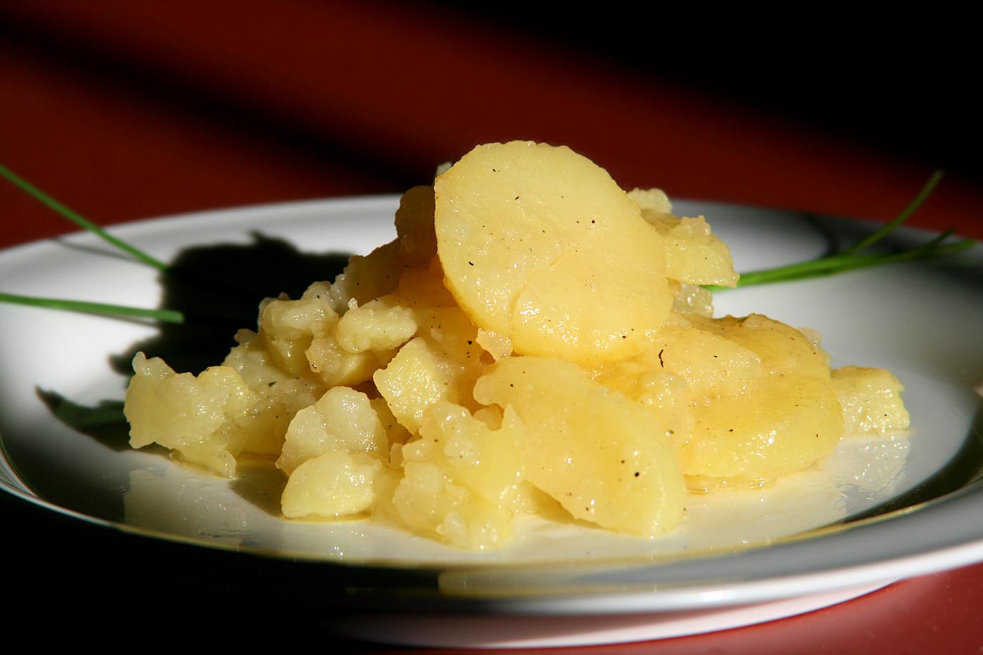schw bischer kartoffelsalat mit essig l und br he. Black Bedroom Furniture Sets. Home Design Ideas