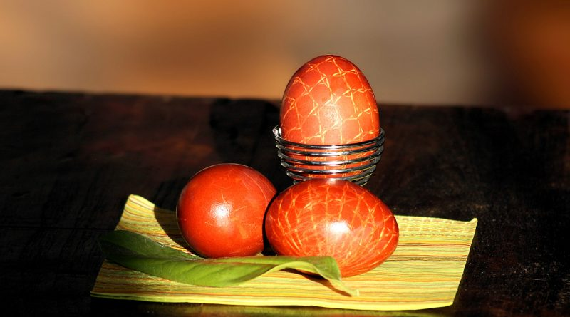 Ostereier mit Zwiebeln färben