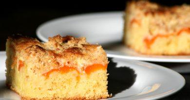 Aprikosenkuchen mit Quark